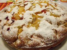 Una torta soffice alla frutta di stagione ideale per la colazione o per la merenda dei vostri bimbi. La torta risulterà particolarmente soffice grazie allo