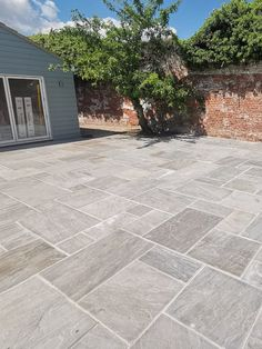 Kandla Grey is light grey Indian Sandstone widely popular in UK for outdoor patio and gardern paving areas. Outside Tiles, Outside Flooring, Outdoor Flooring, Outdoor Paving, Outdoor Stone, Paving Stone Patio, Patio Slabs, Paving Stones, Outdoor Gardens