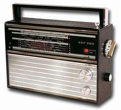 made in ussr Hf Radio, Radio Wave, Radios, Tvs, Antique Radio, Transistor Radio, Old Ads, Boombox, Vintage Ads