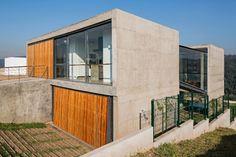 Casa em diversos níveis aproveita terreno íngreme para acomodar piscina - Casa e Decoração - UOL Mulher