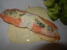 Gorgonzolafylld lax med vitvinsås – Made By Rebecka Fish Recipes, New Kitchen, Love Food, Crockpot, Salmon, Veggies, Food And Drink, Chicken, Dinner
