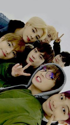 Baby Reactions BTS / - BTS and your pov from them [Completed book 2 there is also] You . a little baby that was dropped on the doorstep by BTS / dorm. Jin / JB found you in t Bts Jungkook, Namjoon, Foto Bts, Bts Group Picture, Bts Group Photos, Got7, Bts Lockscreen, Bts Boys, K Pop