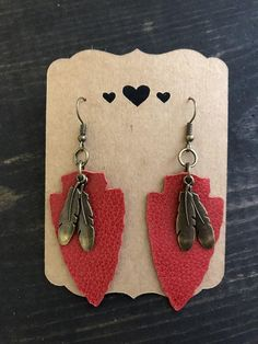 These beautiful handcrafted leather earrings are the perfect accessory! Beautiful red color, arrowhead shape with rubbed bronze color feather dangle accents -G Diy Leather Earrings, Diy Earrings, Leather Jewelry, Fabric Earrings, Hanging Earrings, Earrings Handmade, Gold Earrings, I Love Jewelry, Unique Jewelry