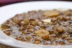 Δύο συνταγές σε ένα άρθρο αφιερωμένο στον Ηλία Μαμαλάκη με τα πάντα για τις φακές σούπα και τις φακές σαλάτα, από Φακές Πρεσπών και Εγκλουβής Greek Recipes, Vegan Recipes, Greek Cooking, Lentil Soup, Soup And Salad, Soups And Stews, Lentils, Cereal, Oatmeal