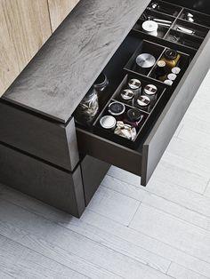 Cucina con isola senza maniglie in eco-cemento e rovere CLOE 02 by CESAR ARREDAMENTI | design Gian Vittorio Plazzogna