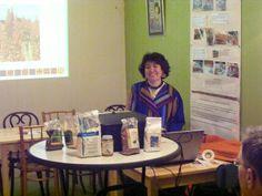 Marisabel presenteert bewerkte producten uit de Andes in Wageningen, Nederland. Desk, Furniture, Home Decor, Table Desk, Interior Design, Offices, Home Interior Design, Table, Writing Desk
