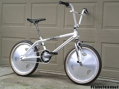 Flanelcamel's 1985 VDC Freestyler with Trueline aluminum wheels and Hutch Aerospeed cranks. Doesn't get more rare and expensive as this bike! Bmx Wheels, Bmx Cycles, Vintage Bmx Bikes, Gt Bmx, Bmx Cruiser, Bmx Parts, Recumbent Bicycle, Bmx Racing, Bicycle Workout