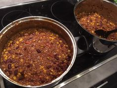 Chili con Carne  #waskochen #deftiges Soup, 20 Min, Chili Con Carne, Browning, Food Portions, Easy Meals, Kochen, Red Wine, Soups