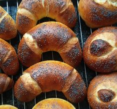 Helenkine dobroty - Makovky mojej Helenky kváskové Sourdough Bread, Bread Recipes, Food And Drink, Baking, Sweet, Cakes, Basket, Hardanger, Yeast Bread
