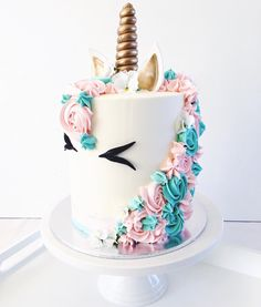 You know, Galentine's Day would be a PERFECT excuse to make this unicorn cake.