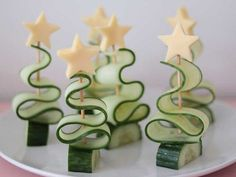 Kerstdiner op school – Meer dan 40 lekkere én simpele kersthapjes Christmas dinner school – With these 25 cool Christmas snacks you definitely score points at the Christmas dinner at school! Christmas Party Food, Xmas Food, Christmas Brunch, Christmas Appetizers, Christmas Cooking, Christmas Desserts, Holiday Treats, Christmas Treats, Simple Christmas
