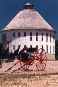 Round Barn & Amish Buggy's