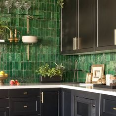 Green Tile Backsplash, Kitchen Tiles, Green Kitchen, New Kitchen, Kitchen Interior, Kitchen Decor, Kitchen Furniture, Green Subway Tile, Green Tiles