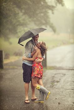 I want to get caught in the rain with my boyfriend <3
