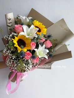 """""""向日葵的花语是信念、光辉、高傲、忠诚、爱慕,向日葵的寓意是沉默的爱,向日葵代表着勇敢地去追求自己想要的幸福。 向日葵的花姿虽然没有玫瑰那么浪漫,没有百合那么纯净,但它阳光、明亮,爱得坦坦荡荡,爱得不离不弃,有着属于自己的独特魅力""""   #每一份都是用心与诚意 #米兰花屋 #MilanFlorist #instaflower #MilanStyle 016-7677027 / 016-7704487  milanflorist.com.my   #AustinHeight #jbflorist #jbonlineflorist #johorbahru #新山花店 #柔佛新山 #MountAustin @ Milan Florist"""