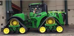 John Deere on quad tracks.This must have the one that was taken inside the Waterloo tractor plant Jd Tractors, John Deere Tractors, John Deere Equipment, Heavy Equipment, Farming Technology, New Holland Agriculture, Agriculture Industry, Agriculture Machine, Tractor Accessories