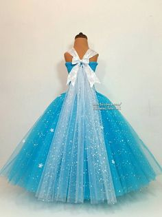 This beautiful handmade extremely super sparkly Elsa inspired dress is made with over one hundred metres of sparkly material to make a dress fit for a queen. The dress and cape have a showering of white snowflakes and a large one at the front of the top to make the dress stand out even more. It really is amazing!!  The tops are lined from age 4 for privacy.  Each dress is handmade so please let me know if you wish to tweak it in any way. My current dress processing time is 3-4 weeks, please…