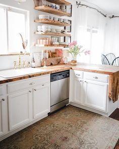 Beautiful and Fresh Small Kitchen Design Ideas To Get Unique Look - Modern Rustic Kitchen Design, Boho Kitchen, New Kitchen, Kitchen Small, Kitchen Ideas, Kitchen Rug, Kitchen Storage, Küchen Design, Layout Design