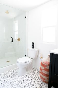 Jaclyn Johnson S Small Diamond Bathroom Floor Fireclay Tile