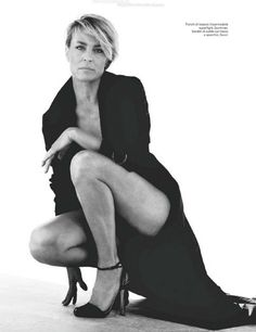 Robin Wright. That boy hair. And she doesn't look boyish at all! Go girl.