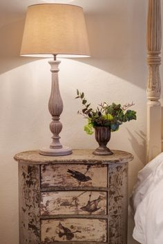 Love this individual bedside table, given me some ideas...