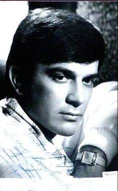 Efgan Efekan (6 Mayıs 1935, İzmir - 7 Eylül 2005, İstanbul)