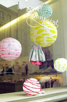 Window setting by Justine Bazus. Lanterns by Elsa Blin.