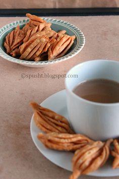 Spusht   Vegetarian Recipes, How-To Posts, Entertaining Ideas, and more: Tea-Time Snack: Namkeen Karela aka Champakali