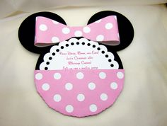 convite MInnie Mouse Die Cut Invitation in Pink. Minnie Baby, Minnie Mouse Baby Shower, Minnie Mouse Pink, Minnie Birthday, Mickey Minnie Mouse, Baby Birthday, Party Invitations Kids, Invites, Craft Tutorials