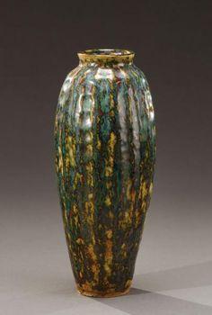 """EMILE DECOEUR (1876-1953)Vase de forme balustre à large panse cannelée et col[...], mis en vente lors de la vente """"Art Nouveau, Art Déco (Drouot)"""" à Aguttes   Auction.fr"""