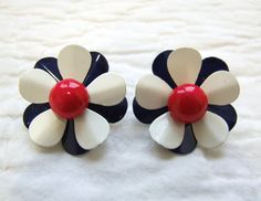 Vintage Flower Earrings by RedsThreadsVintage on Etsy, $15.00