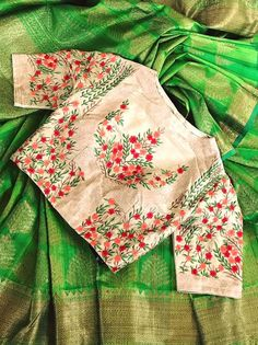 10 New High Neck Blouse Designs For Diwali - Candy Crow Blouse Designs High Neck, High Neck Blouse, Fancy Blouse Designs, Modern Saree, Hippy Chic, Saree Blouse Patterns, Blouse Models, Work Blouse, Boho