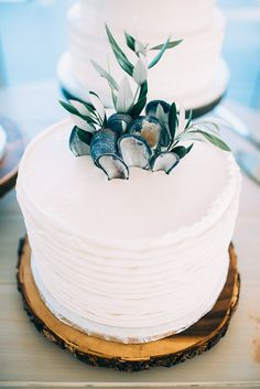beach wedding cakes - photo by Cambria Grace Photography http://ruffledblog.com/italian-marbling-inspired-beach-wedding