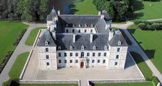 Ancy le Franc 12) D'autres décors peints se sont ajoutés à travers les siècles. Une campagne de décoration a été réalisée notamment au XIX°s par la famille Clermont-Tonnerre.