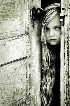 This photo is one of my all time favourites I have found on the internet - Little girl peering through old door. I would love to recreate this !