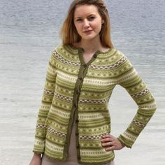 Småmønstret jakke (Luxor) - oppskrift  Hillesvag Ullvarefabrikk   Ull.no FREE PATTERN Norwegian Knitting, Fair Isle Knitting Patterns, Bunt, Hand Knitting, Sweater Cardigan, Knit Crochet, Sweaters, Clothes, Fair Isles
