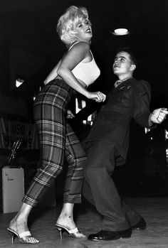 Oh, how I love Jayne Mansfield. I bet that soldier boy did too!