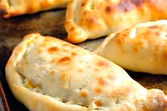 Thermomix or calzone recipe. Prepare this accompaniment step by step as on your Thermomix! Soup Recipes, Vegetarian Recipes, Tasty Pastry, Pizza Cake, Vegan Soup, Love Food, Cooking Tips, Food And Drink, Comme