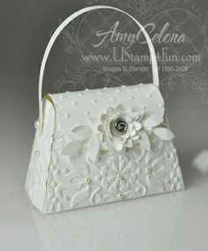 Beautiful Petite Wedding Purse favor by Amy Celona -- just gorgeous and so easy to make with the new SU Petite Purse Die and Embossing Folders! Petite Purses, Paper Purse, Wedding Purse, Wedding Favors, 3d Paper Crafts, Homemade Cards, Stampin Up Cards, Gift Bags, Wedding Cards