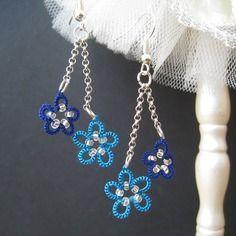 Boucles d'oreille en dentelle, frivolité, fleurs pops bleu