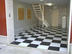 ガレージ   内装工事 : 賃貸ガレージハウス ... Tile Floor, Flooring, Tile Flooring, Hardwood Floor, Floor, Paving Stones, Floors