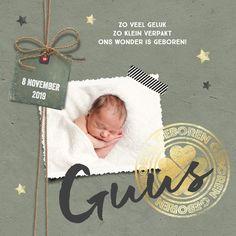 Stoer geboortekaartje jongen met label, foto en gouden stempel. Helemaal hip!