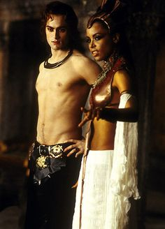 """Lestat de Lioncourt (Stuart Townsend) and Queen Akasha (Aaliyah) """"Queen of the Damned"""". © 2002 - Warner Brothers and Village Roadshow Lestat And Louis, Stuart Townsend, Peter Townsend, Queen Of The Damned, The Vampire Chronicles, Interview With The Vampire, The Frankenstein, Vampires And Werewolves, Hot Vampires"""