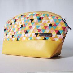 dita sorte amarela pra dar sorte! Necessarie linda com forro e acabamento impecável! E tem outras cores também!  - Loja finé - www.lojafine.com