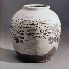 이수종(@reesoojong) • Instagram 사진 및 동영상 Japanese Ceramics, Pottery Designs, Vase, Instagram, Decor, Decoration, Pottery, Vases, Decorating