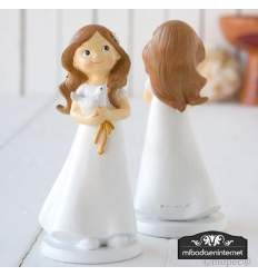 Decorate the cake with this nice girl. Dressed in a long suit and with a pigeon symbol of the Holy Spirit. It is one of the most requested figures to place on the cake. Of contemporary style. Première Communion, Communion Cakes, First Communion, Family Events, Pigeon, Decoration, Holy Spirit, Contemporary Style, Decorative Bells