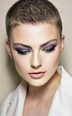 Edgy Platinum Spikes - 40 Best Edgy Haircuts Ideas to Upgrade Your Usual Styles - The Trending Hairstyle Really Short Hair, Super Short Hair, Short Grey Hair, Short Hair Cuts, Short Hair Styles, Pixie Cuts, Edgy Haircuts, Short Pixie Haircuts, Pixie Hairstyles
