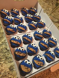Made Cookie Monster cupcakes for a Birthday party 1st Birthday Cupcakes, Cupcakes For Boys, Baby Boy Birthday, Birthday Cookies, Baby Boy Cupcakes, Diy Birthday, Festa Cookie Monster, Cookie Monster Cupcakes, Elmo Cupcakes