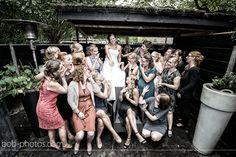 Bruid met vriendinnen.