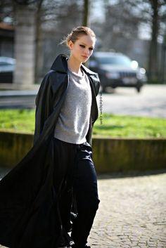 Anna Ewers | Анна Иверс (Эверс) Petkovic, Anna Ewers, Model Street Style, Models Off Duty, Summer Accessories, Grey Shirt, Sport Fashion, Runway Fashion, Celebrity Style